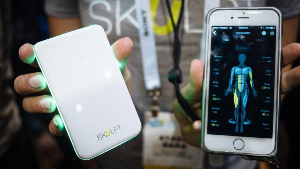 Skulpt: un gadget que te ayuda a conocer el porcentaje de grasa y la calidad muscular de diferentes áreas de tu cuerpo.