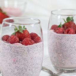 Yogur, fresa, vaso de chía, avena crujiente. Recetas saludables