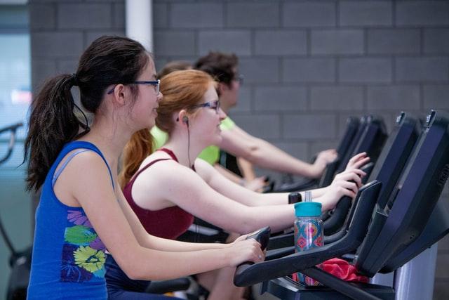Estos son ejercicios que pueden ayudarte a prevenir la osteoporosis.